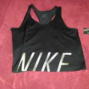Nike crop workout top